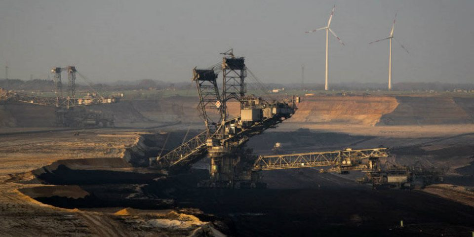 Expertos piden eliminar todos los beneficios tributarios a la minería en Colombia