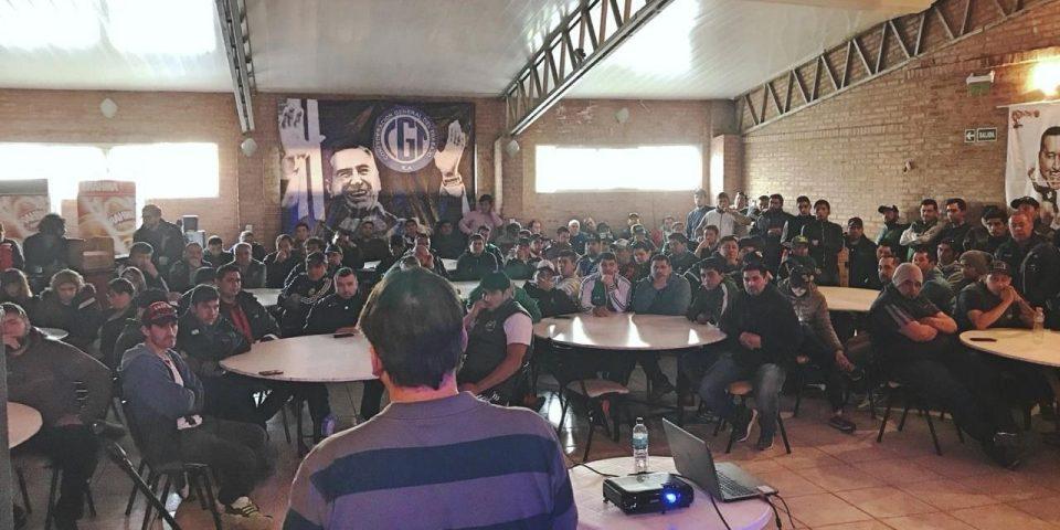 Vecino de las asambleas expuso ante trabajadores en Trelew