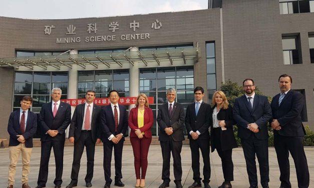 En China se ofrecieron las riquezas del subsuelo argentino