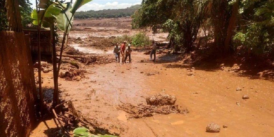 Colapsa represa de minera Vale en Brasil