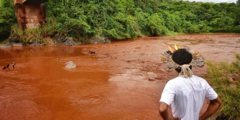 Aldea indígena amenazada por desastre minero en Brasil