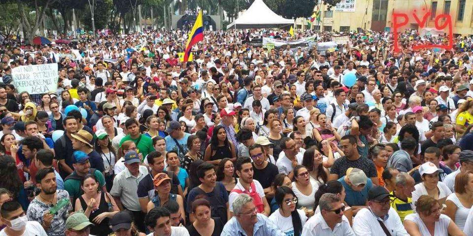 100.000 colombianos marcharon contra minería en Santander